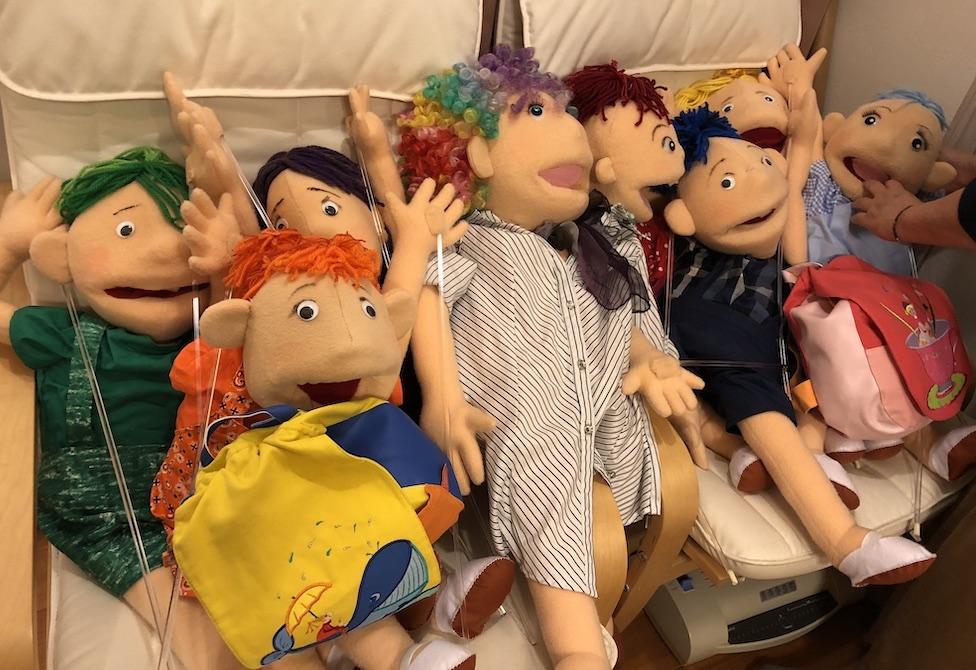 星と虹色な子どもたち動画に出演する人形たち